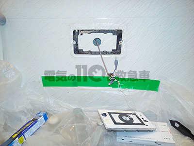 リモコンに取付けるために先を加工した電気配線