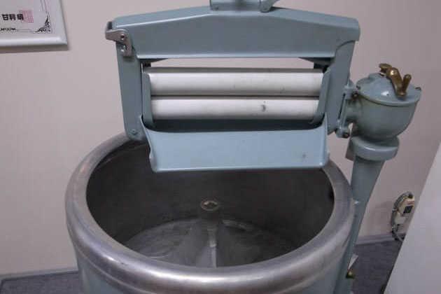 芝浦製作所(現東芝)の国産初の電気洗濯機ソーラーA型