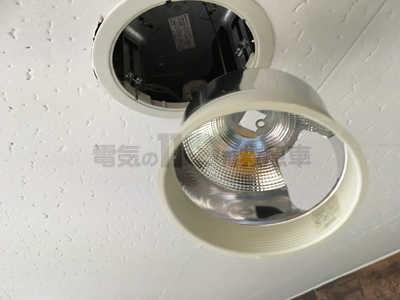 反射板が外れ点灯管が交換可能なダウンライト