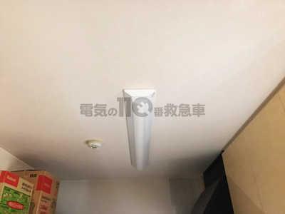 蛍光灯を取付けた天井