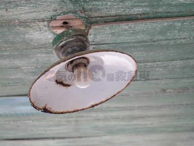 白熱電球を使用した古い屋外照明