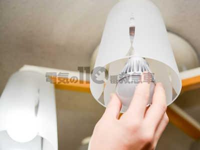 シャンデリア電球を白熱電球からLED電球へ交換