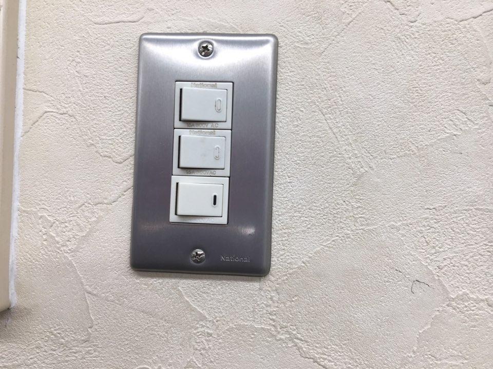 壁に取り付けられたスイッチ