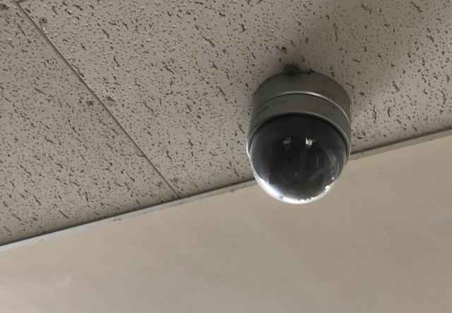 ドーム型の防犯カメラ